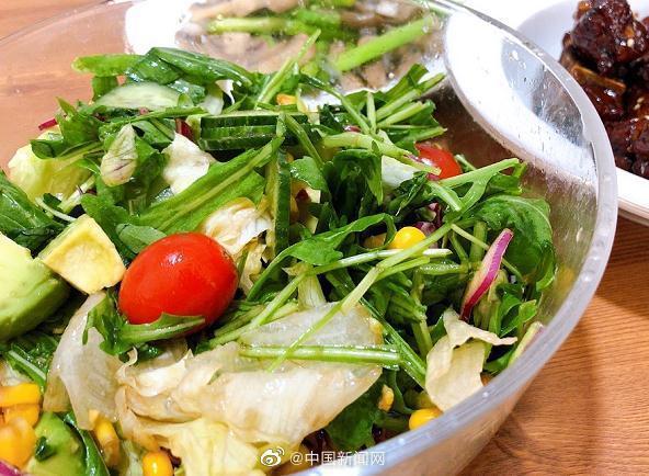 为什么你每天吃沙拉还不瘦?看看碗里的沙拉酱是不是热量超标了