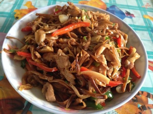 美食精选:咸蛋黄土豆片,羊肉丸子萝卜汤,肉丝花菜