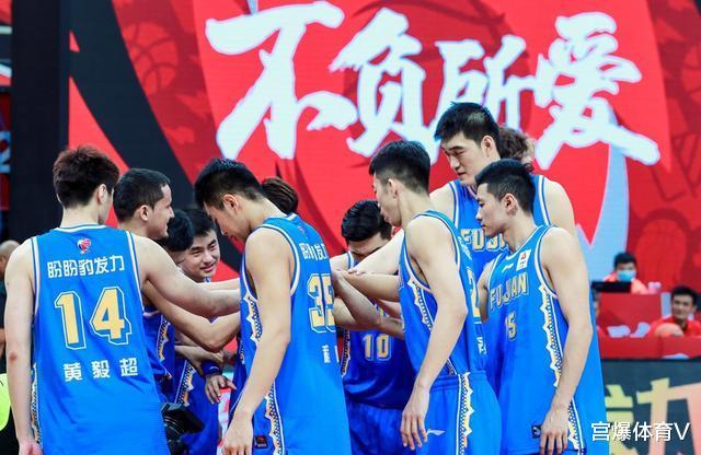王哲林无心恋战只出手8次!福建遭遇6连败 输给山西男篮