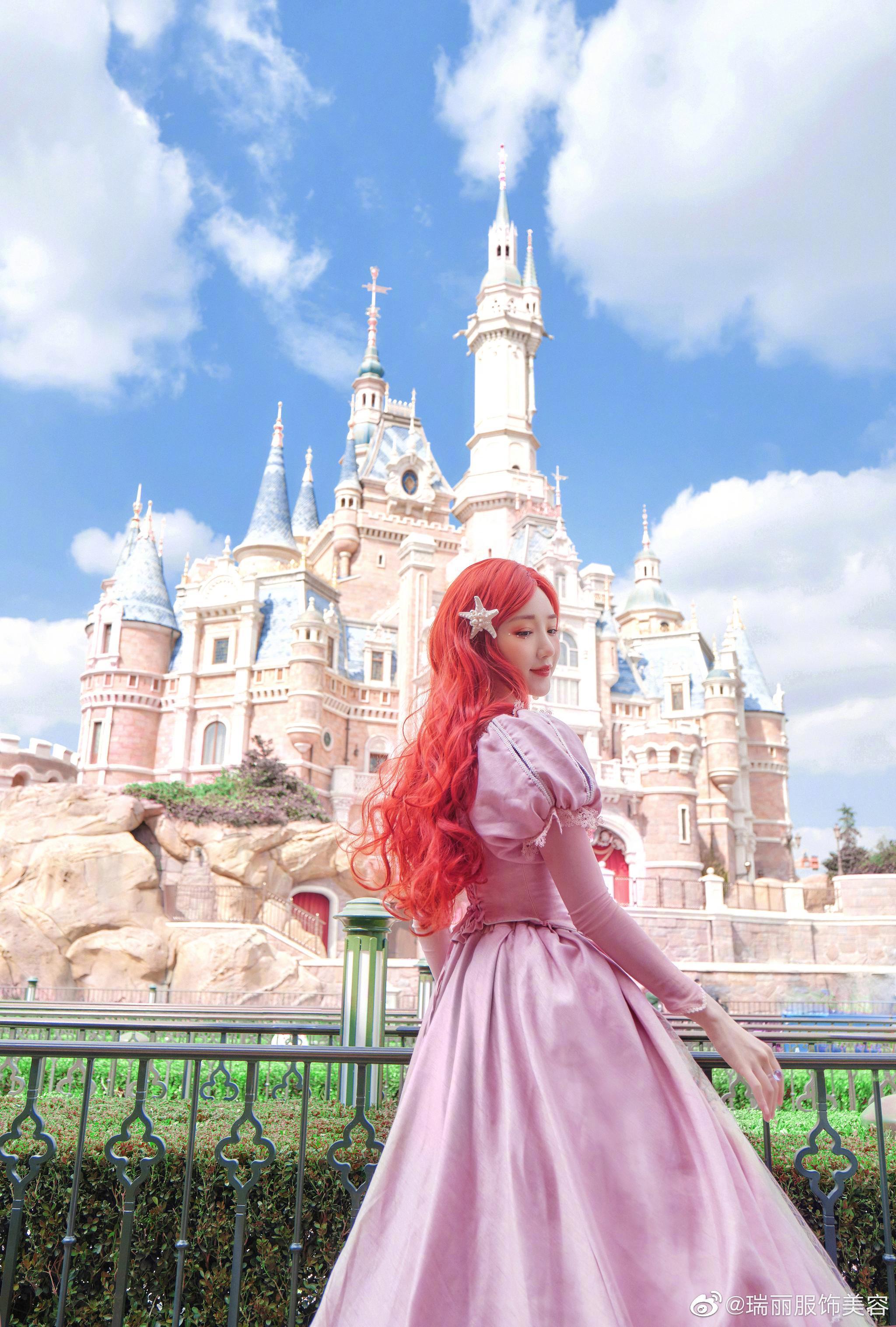 毛晓彤的小美人鱼造型太好看了,想拥有同款梦幻美图,红发粉裙……