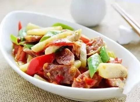 美食精选:洋葱土豆饼、冬瓜龙骨汤、大葱炒腊肠
