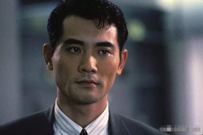 59岁美男子赵文瑄,父母双亡至今单身,与哥哥一家相依为命