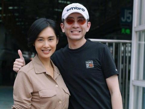 49岁朱茵真是神仙姐姐,朴素短发端庄秀气,衬衫裙藏不住好气质