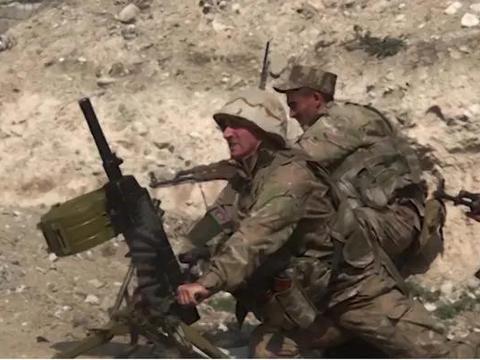 一炮炸飞俄军观察哨!阿塞拜疆军队闯大祸,俄集结大批装甲车报复