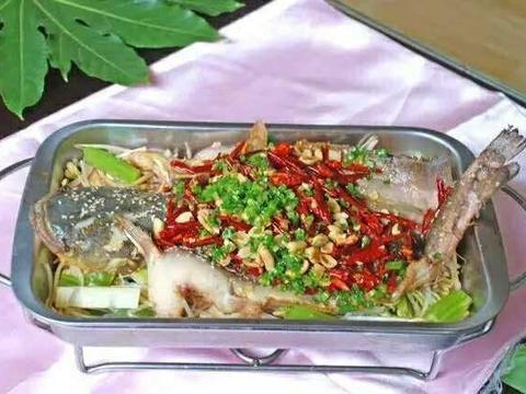 美食推荐:草菇炒肉片、红烧猪蹄、板栗烧鸡