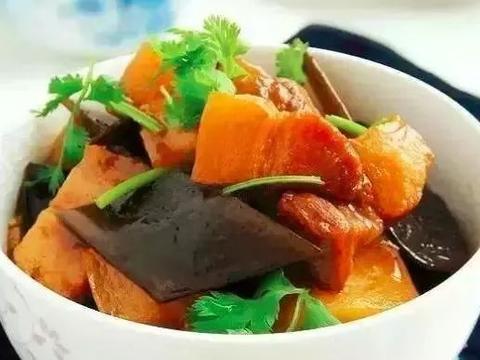 美食精选:土豆海带烧肉、三鲜水晶包、鱿鱼炒芹菜