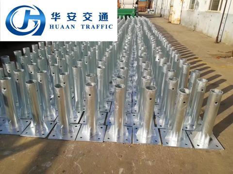 波形护栏厂家:波形护栏法兰立柱的应用范围