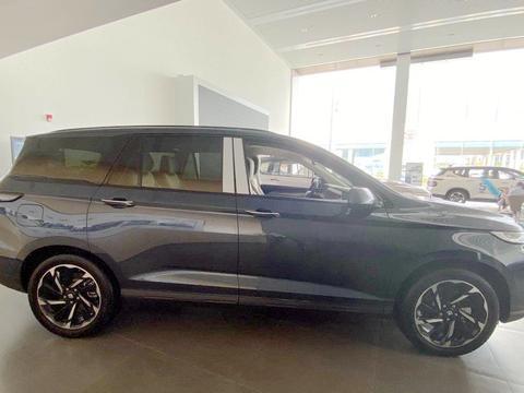 """宝骏又为""""奶爸""""造了一台SUV,长4米93,比凯捷实用,11月上市"""