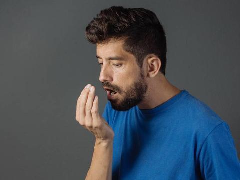 为什么熬夜后会有口臭?或跟3个原因有关,注意4点可改善