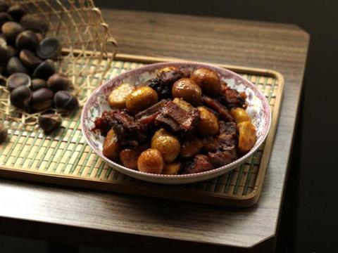 10月是吃板栗的季节,和排骨一起炖,营养滋补,对脾胃特别好