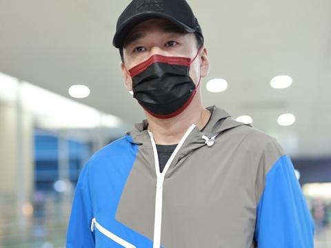 王耀庆一袭运动装现身机场,头戴棒球帽难以掩盖自身的贵气