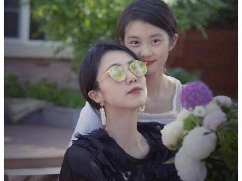 完美复刻父母美貌星二代,戚薇和女儿不算啥,最后两家共用一张脸