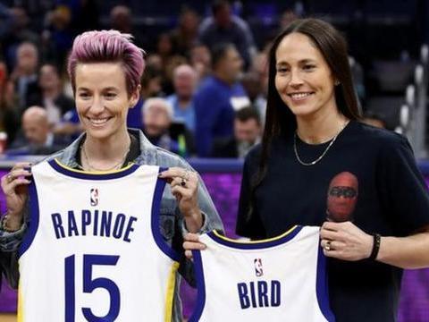 BBC:美国女足名将拉皮埃诺与WNBA球员伯德订婚