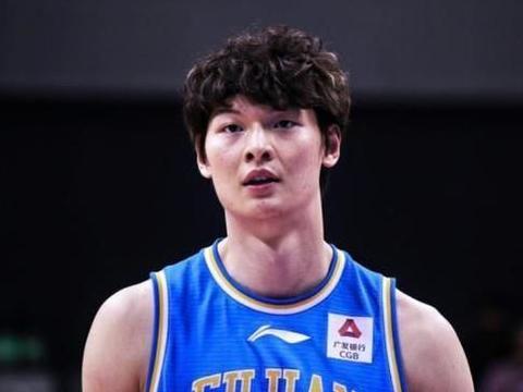 福建男篮六连败的背后,王哲林伤病是关键,联赛时间安排也有问题
