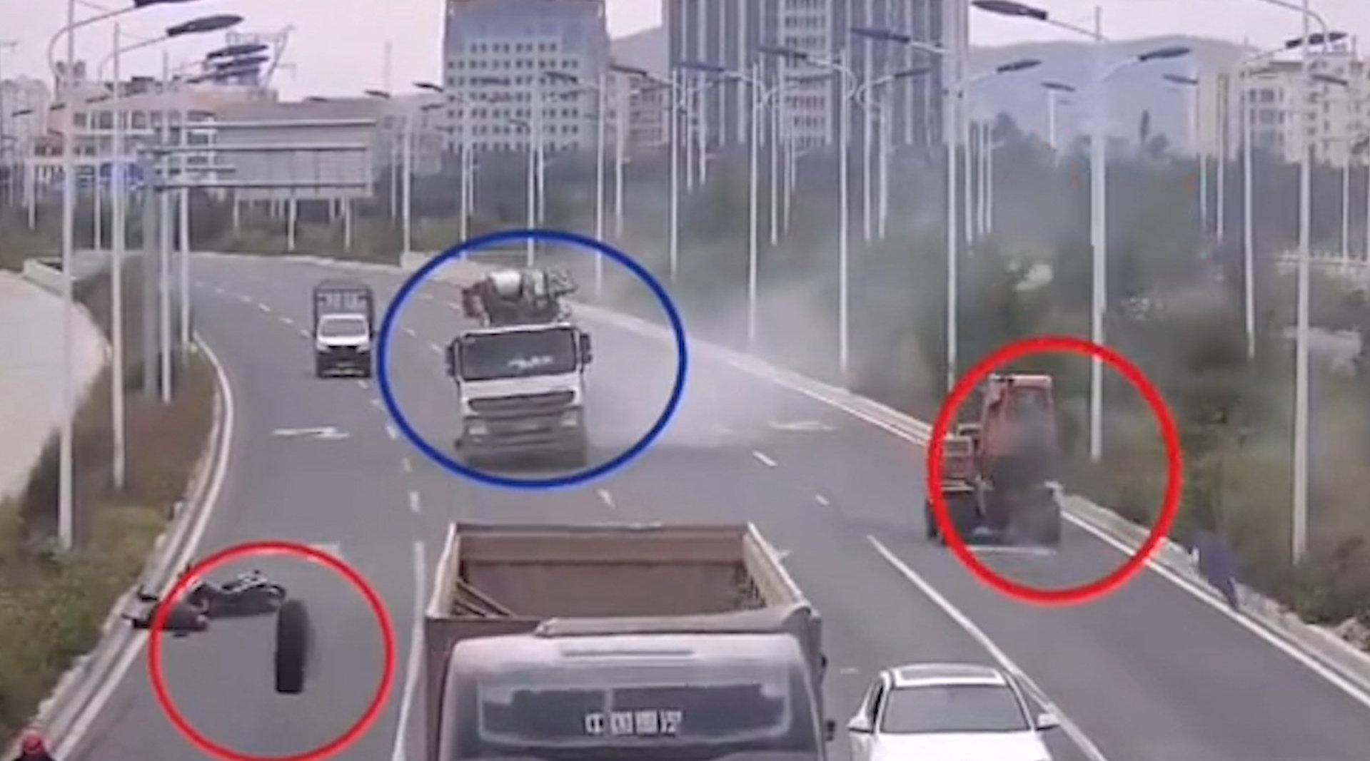大货车行驶中两只轮胎突然掉落,监控记录惊魂瞬间
