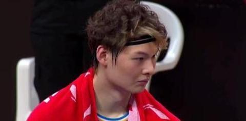 垃圾时间刷分!王哲林陷入低迷,中国男篮最差球员称号仍难以摆脱
