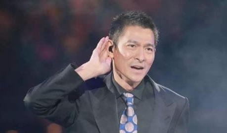 15年前的赵文卓为刘德华颁奖,竟无人上台领奖,有没有人代领下?