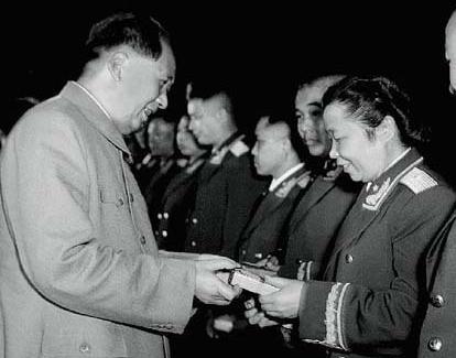 李贞:中国开国女将军,因战争丧失生育能力,却拥有20多个儿女