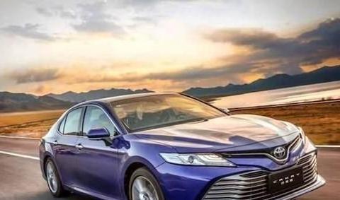 漂亮又省油的丰田车只认识卡罗拉?凯美瑞的2.0G豪华版也很强
