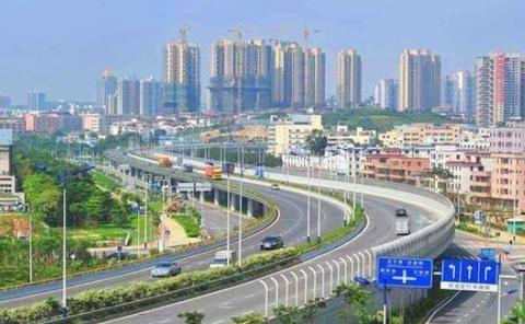 广西人口第二城,户籍人口达到730万,但是至今也没开通高铁