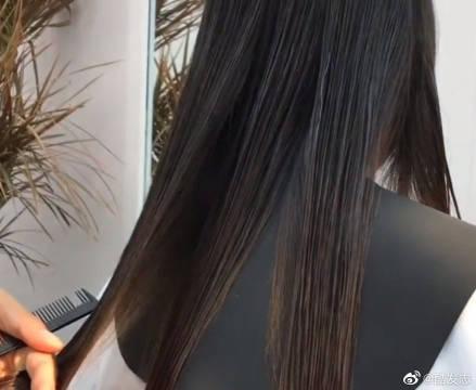 半永久的气垫烫八字刘海造型,超显气质的发型!
