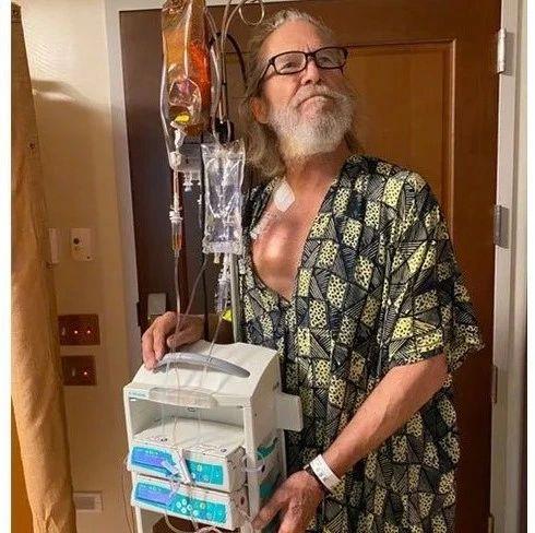 杰夫·布里吉斯分享淋巴癌治疗的照片