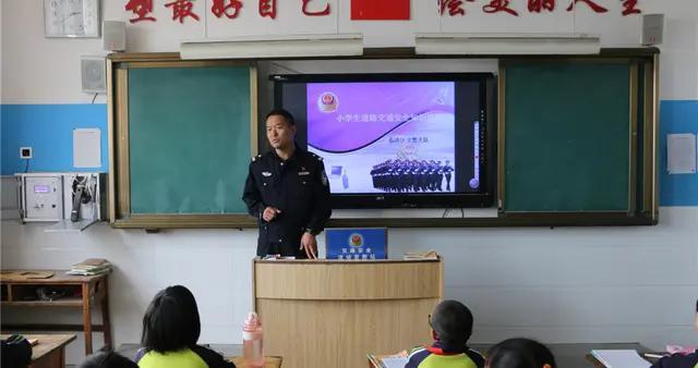 临沂临港区交警大队开展交通安全进校园主题活动