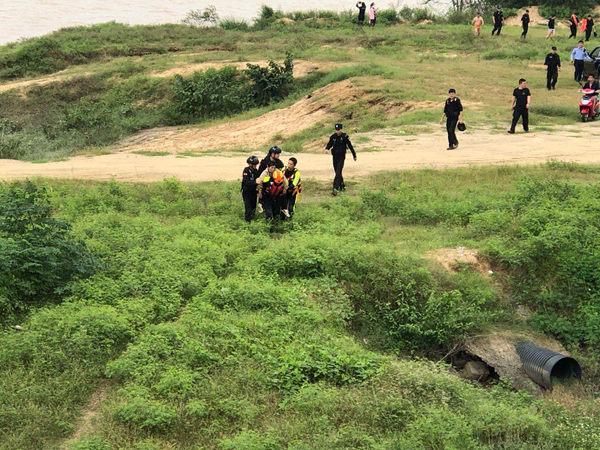 南渡江一落水者被冲走 定安消防紧急营救上岸