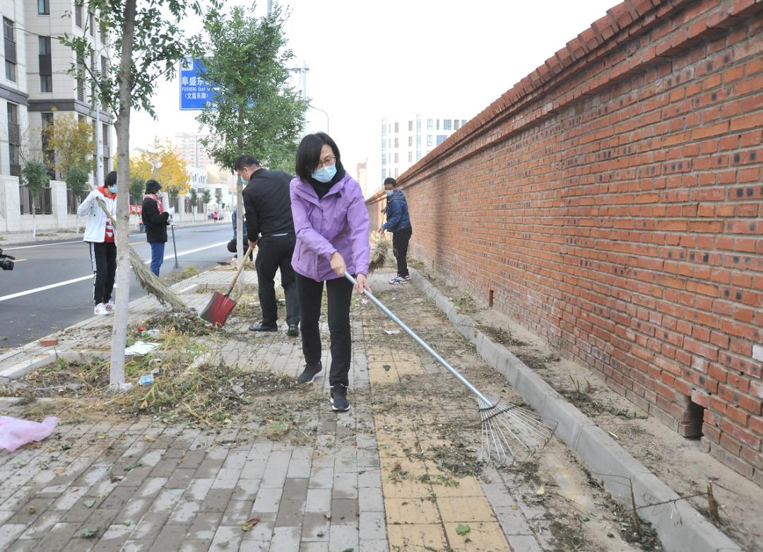 房山区:郭延红参加环境清洁日活动