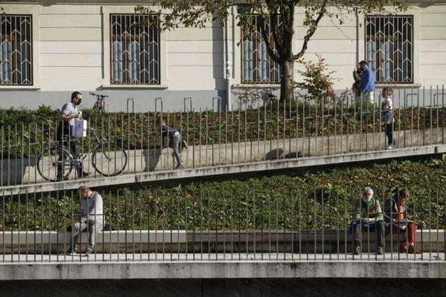视界 斯洛文尼亚:单日新增死亡病例创新高 政府延长多项防疫措施