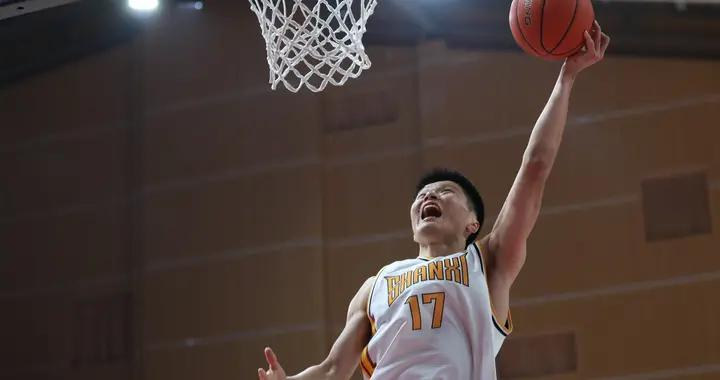 连抢3个进攻篮板后上演扣篮终结,这30秒堪称刘冠岑时间
