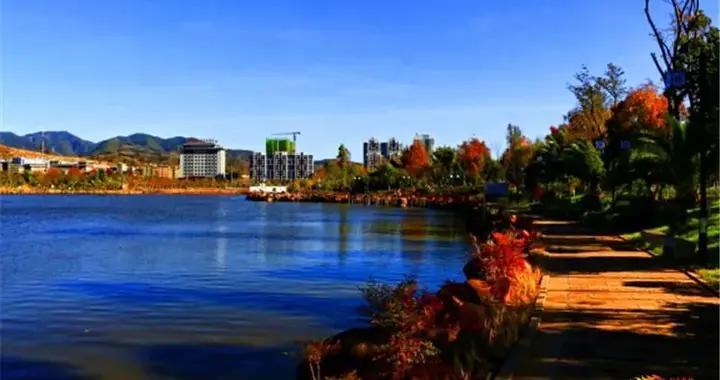 蜻蛉湖湿地秋色宜人 休闲锻炼散心样样板扎