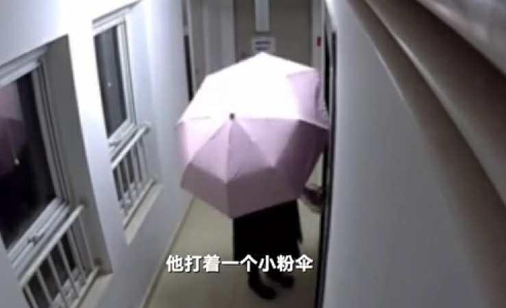 北京一小区多名住户家门遭人泼粪,男扮女装嫌疑人被刑拘图片