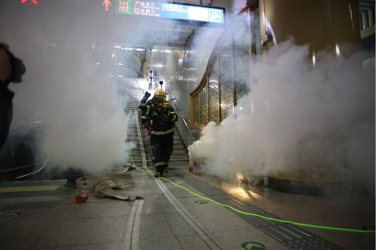 """实战演练!地铁火灾灭火,14家单位联合奔赴磁器口站""""救援"""""""