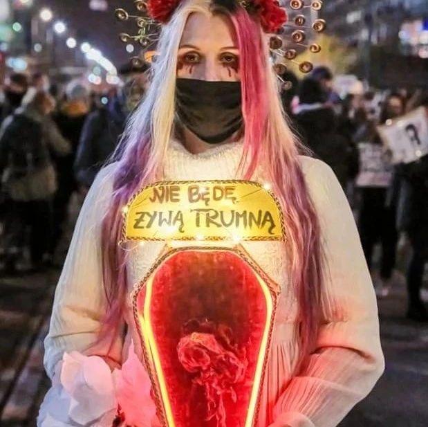 有缺陷的胎儿都不能堕!这一项裁决,让波兰女性彻底愤怒了!