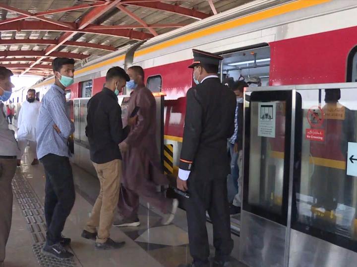 拉合尔橙线地铁值班站长瑙曼:中国兄弟将知识技术倾囊相授