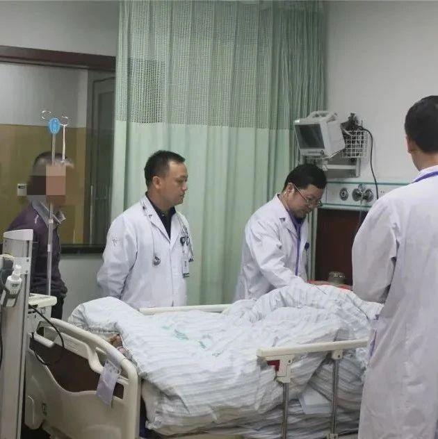 六旬阿姨牙龈肿痛一个月,医生一检查:情况不妙,马上入院!