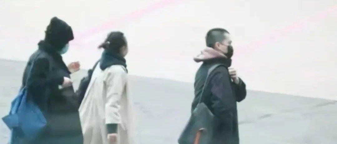 疑有新欢!香港著名天后多次被拍有小鲜肉同行,身份曝光,与男友关系引猜测