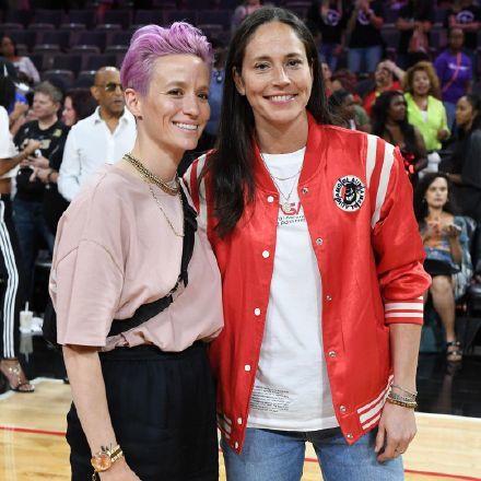 美国女足队长拉皮诺埃与WNBA球星订婚