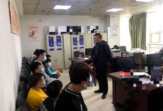 贪小便宜吃大亏 四川达州22人出租QQ号微信号被公安机关抓了