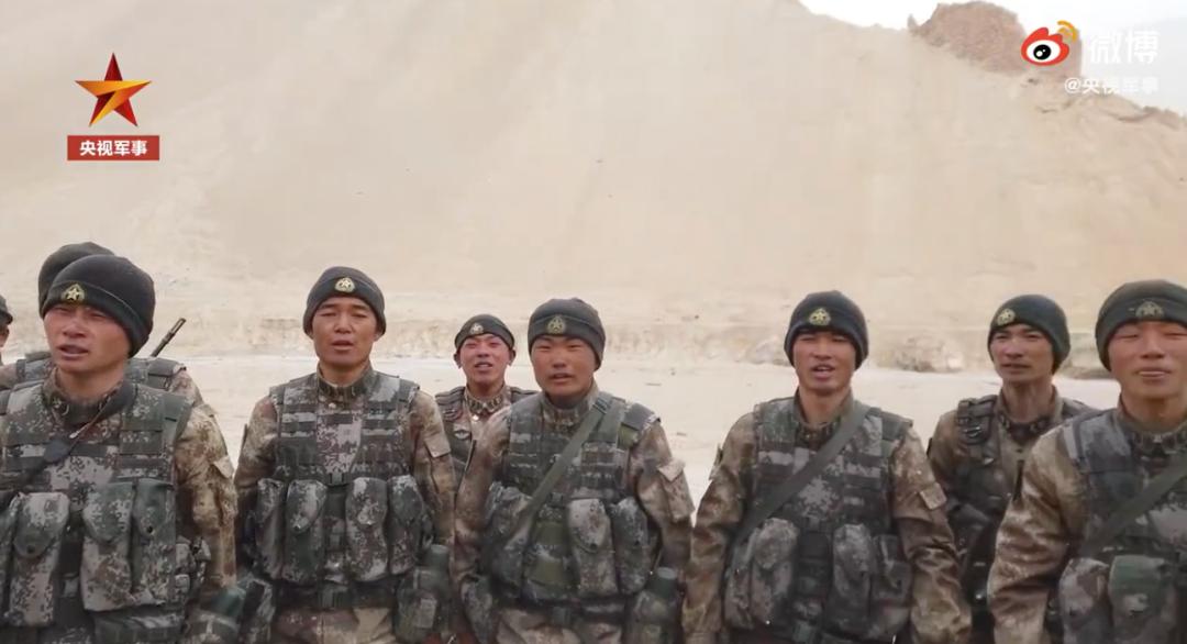 海拔5400米的边防河谷,战士们唱起《祖国不会忘记》图片