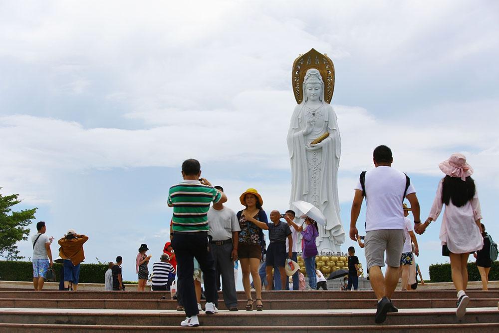 国庆第二日三亚共接待游客10.54万人次,同比下降超两成图片