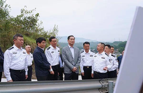国庆假期 重庆新任公安局长首赴一线督导图片