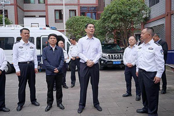 国庆假期 重庆新任公安局长首赴一线督导(图3)