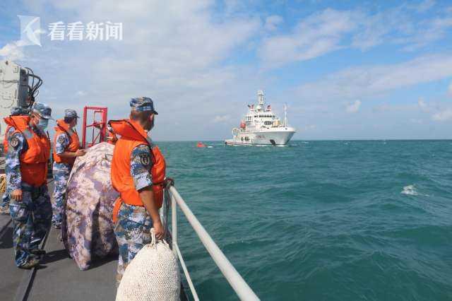 12名渔民水里泡了十几个小时 直到遇上泸溪舰图片