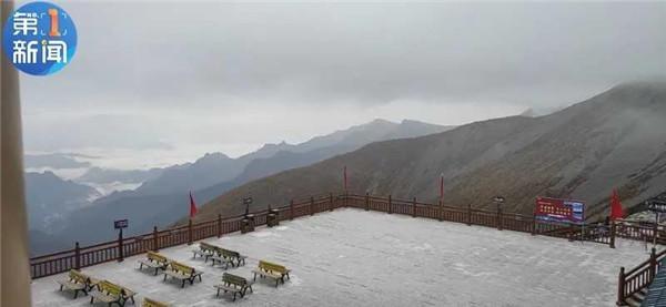 雪!陕西太白山风景区迎来深秋第