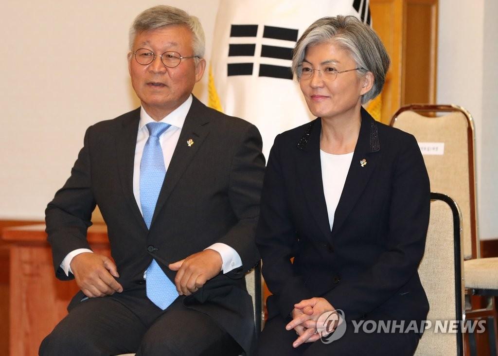 韩外交部长:现在让我丈夫回国很困难图片