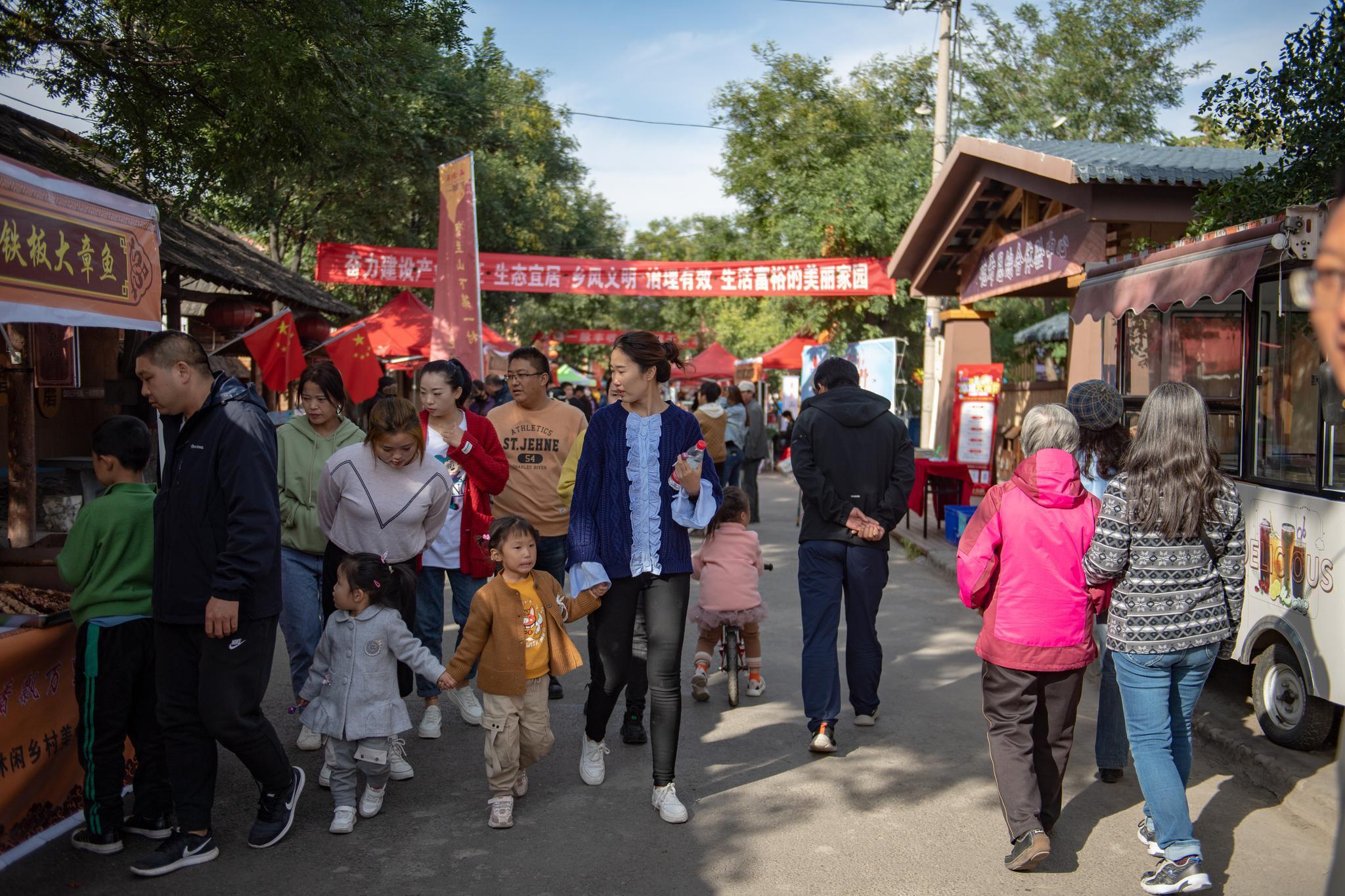 游客编织龙泉村 大武口