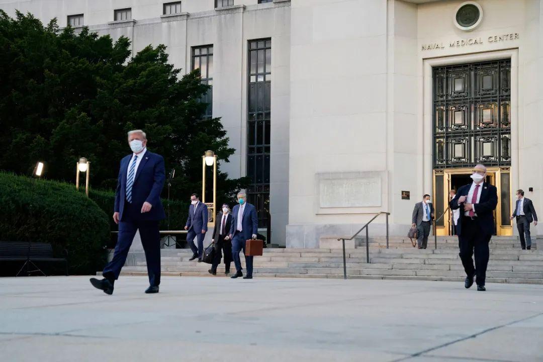 特朗普出院 回到白宫第一件事是摘口罩