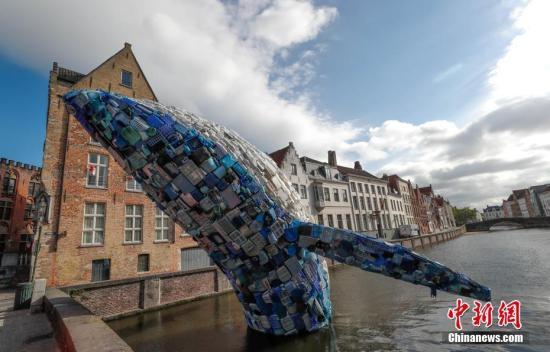 研究称全球海底沉积逾1400万吨微型塑料碎片